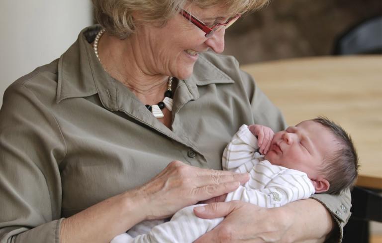 Mitä tehdä, jos lapsenlapsi ei kiinnosta isovanhempaa?