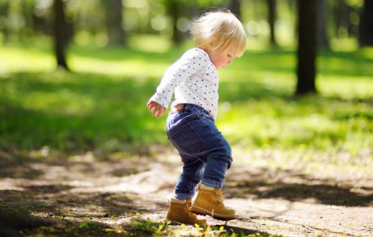 Lapsi tarvitsee liikuntaa kaksi tuntia päivässä
