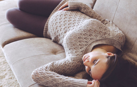 6 keinoa selvitä raskausväsymyksestä