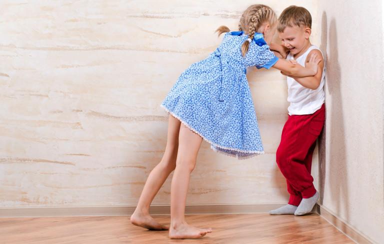 Mitä tehdä, kun sisarukset tappelevat?