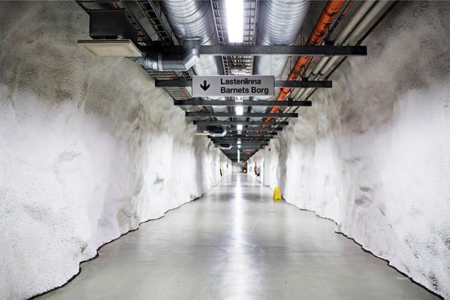 Lastenklinikkka ja Lastenlinna on yhdistetty pitkillä maanalaisilla tunneleilla.