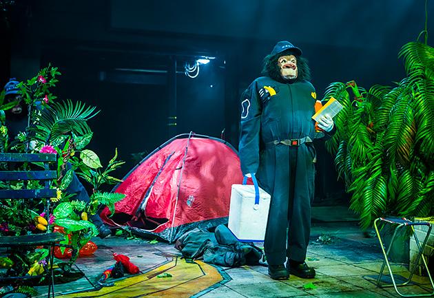 Lotta Virtanen Gorilla Gorilla -esityksessä. Kuva: Kati Leinonen