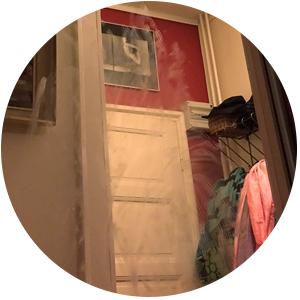 Klähmää eteisen peilissä