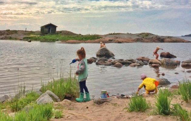 Helsingin ja Espoon edustalla on kymmeniä saaria, joihin pääsee edullisella saaristolautalla