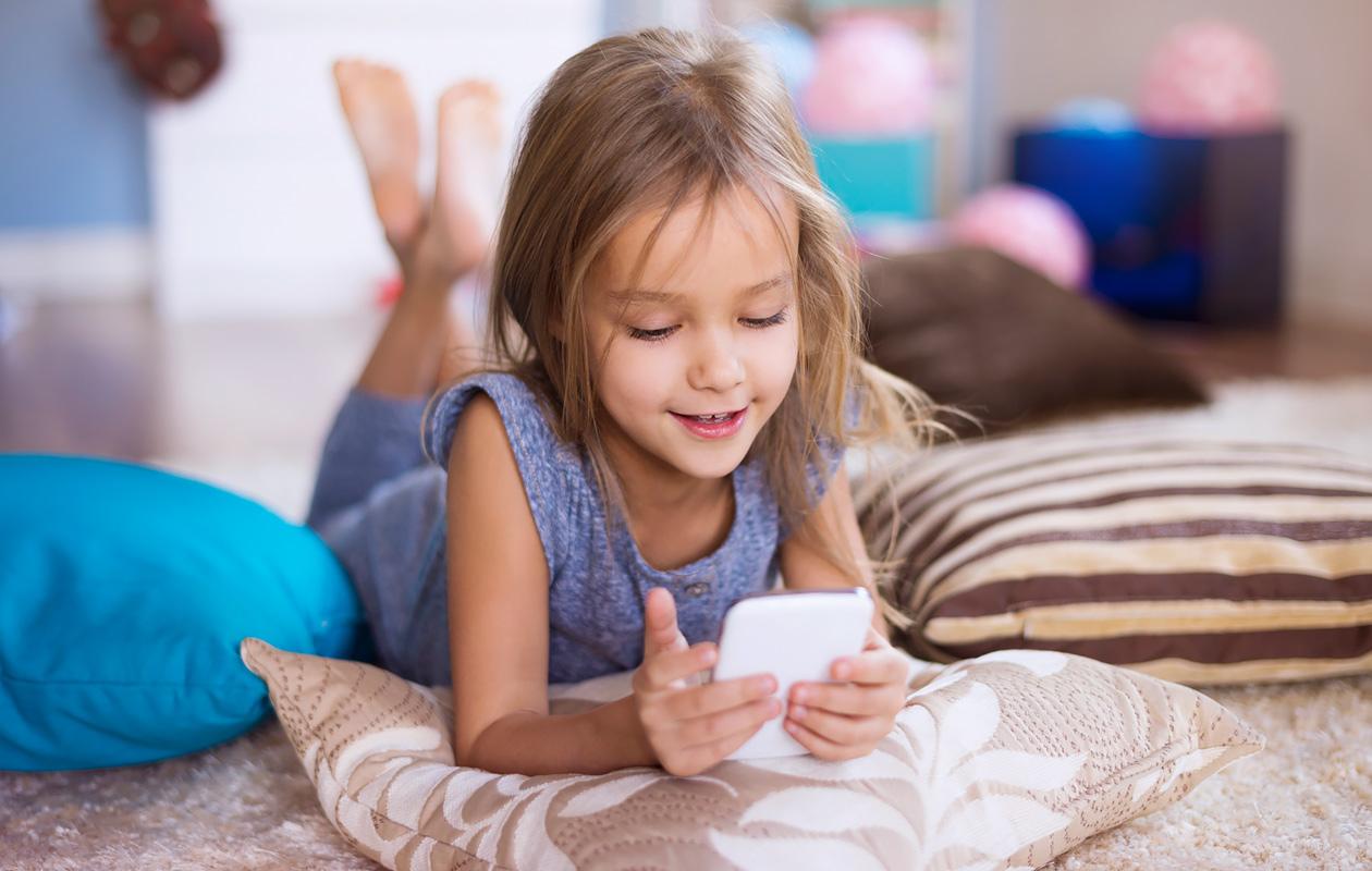 Milloin lapselle kannattaa hankkia oma kännykkä