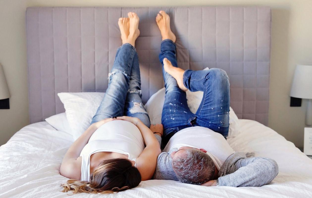 Raskaus ja jalkavaivat: Näin hoidat turvotusta, suonikohjuja ja levottomia jalkoja