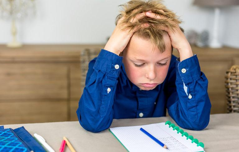 Miten auttaa lasta tekemään läksyt?