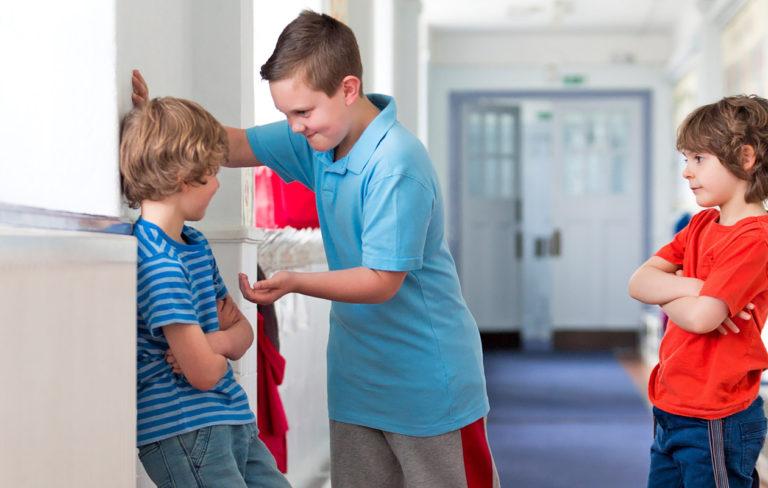 Mitä tehdä, kun oma lapsi kiusaa?