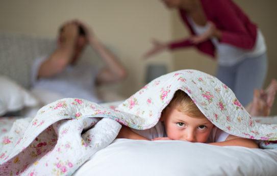 Kannattaako kireää tunnelmaa peitellä lapsilta?