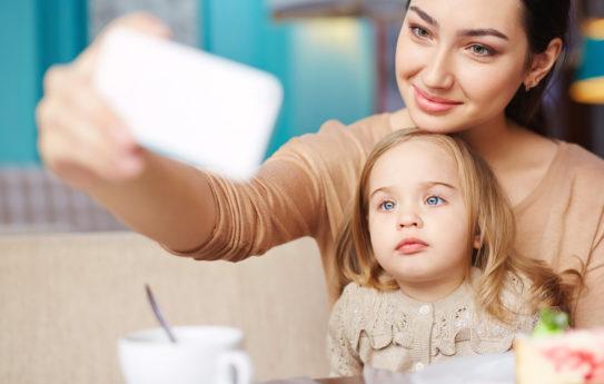Älä tee näitä virheitä, kun postaat lapsestasi sosiaaliseen mediaan