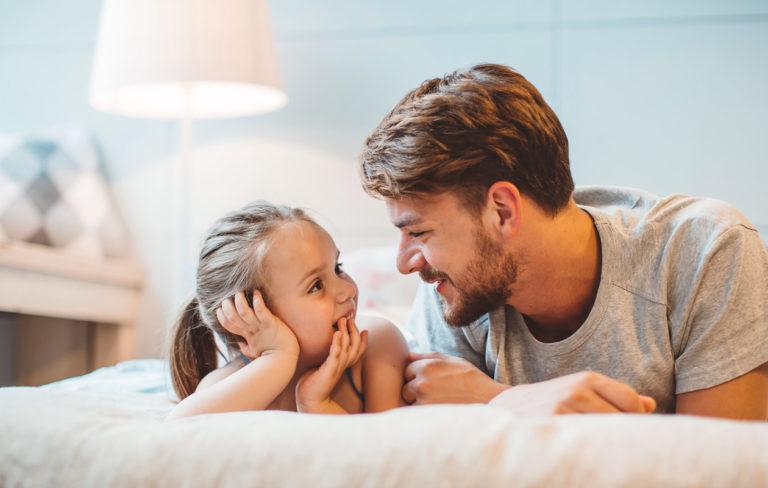 Isä, näin kasvatat onnellisen tyttären