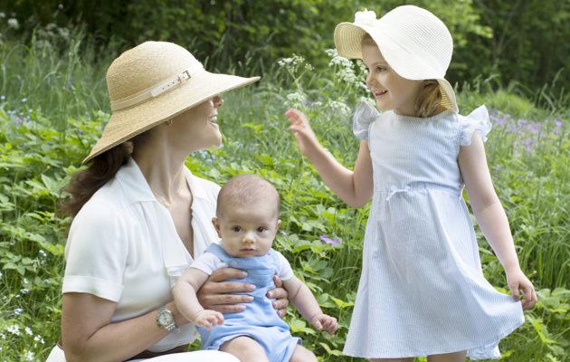 Victoria ja Oscar kuuluvat kuninkaallisissa perheissä kymmenen suosituimman nimen joukkoon, Estelle on harvinaisempi nimi.
