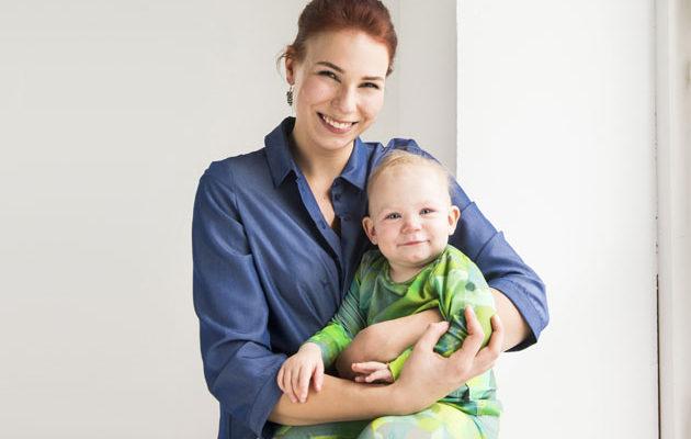 Inka Usvaala ja Elise, 1, viettivät kuvauspäivän Kaksplussan studiolla.