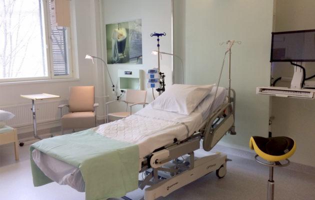 Naistenklinikan uudet synnytyshuoneet ovat raikkaita ja avaria. Synnytyksen jälkeen mennään kuitenkin vanhoihin tiloihin.