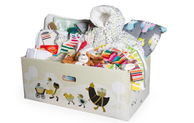 Kätkytkuolemia vastaan taisteleva Lullaby Trust -järjestö epäilee äitiyspakkauksen turvallisuutta.