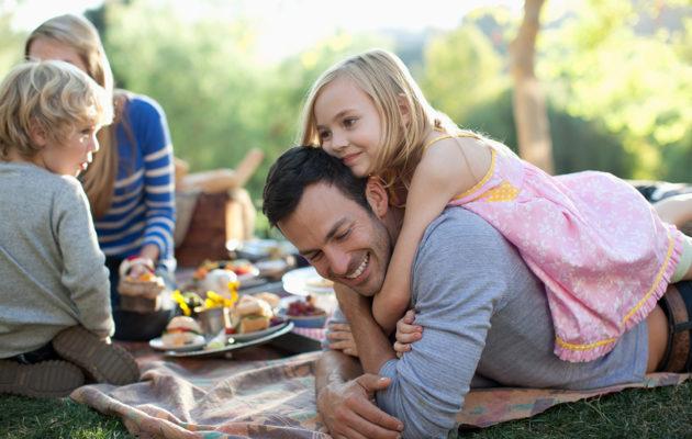 10 pientä tapaa, joilla vahvistat perheenne läheisyyttä