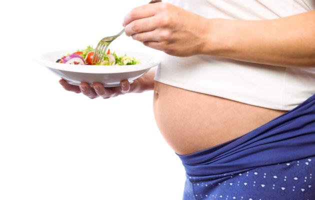 Siemenet kannattaa jättää pois salaatista, jos on raskaana.