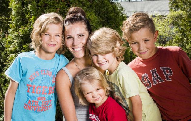 Poikien äiti -bloggaaja on huolissaan, että todistus ja ankara käytösarvio voi vaikuttaa lapsen itsetuntoon.