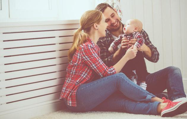 Parisuhdetta on hyvä vaalia myös vauva-aikana.
