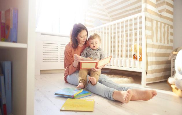 Äitiysloma ja vanhempainvapaa mahdollistavat lapsen hoitamisen kotona.