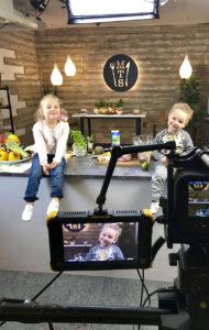 Alex Nurmen lapset Jade ja Oliver osallistuvat ruokakuvauksiin yhdessä isän kanssa.