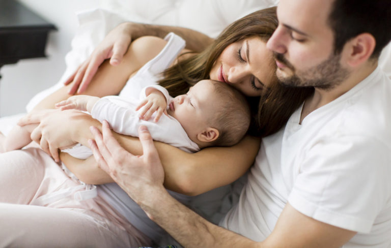 Parisuhde voi olla koetuksella vauva- ja pikkulapsiaikana.