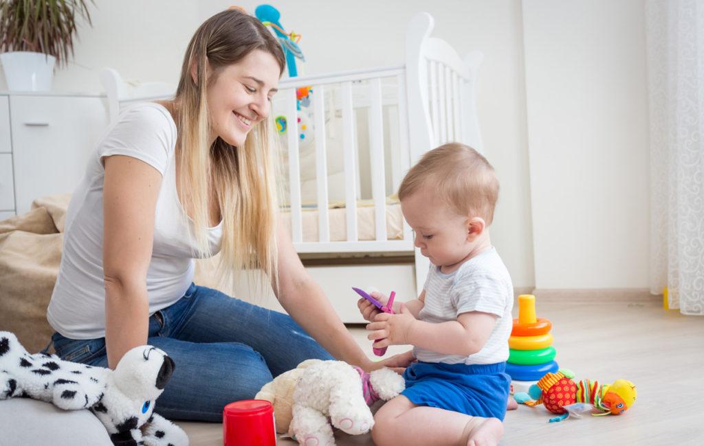 Lapsen kanssa leikkiminen voi vaikuttaa onnellisuuteen jatkossa.