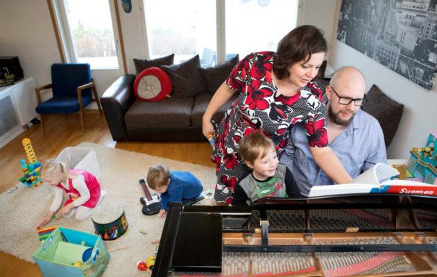 Kaisan ja Samulin perheessä musisoidaan usein.