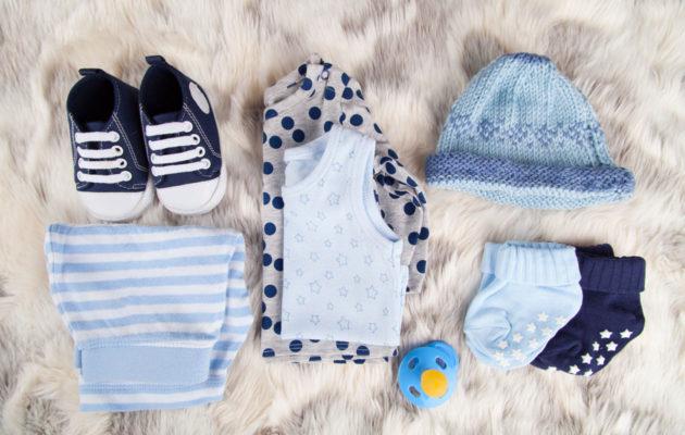 Vauvaa voi muistaa synnärillä söpöillä vauvanvaatteilla.