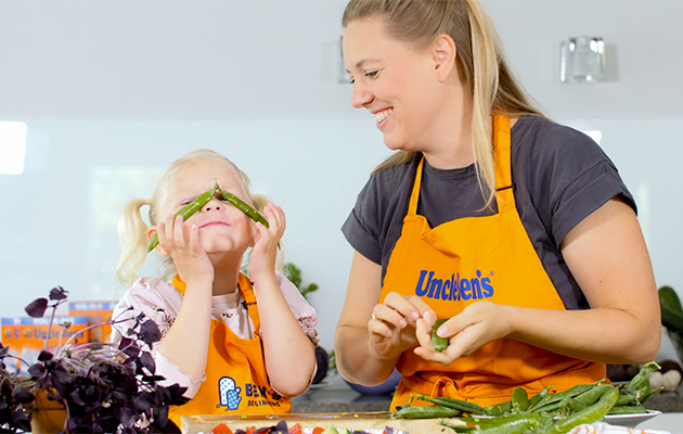 Uncle bens anna lasten maistaa, kosketella ja aistia raaka-aineita