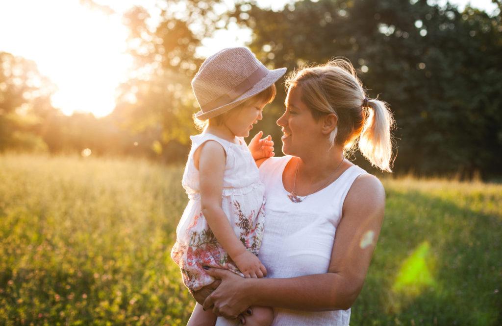 Vanhempien asenteilla on suuri merkitys lapsen itsetuntoon.
