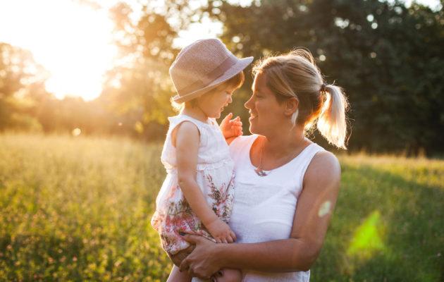 Vanhemmat ovat tärkeässä roolissa lapsen itsetunnon kehittymisessä.