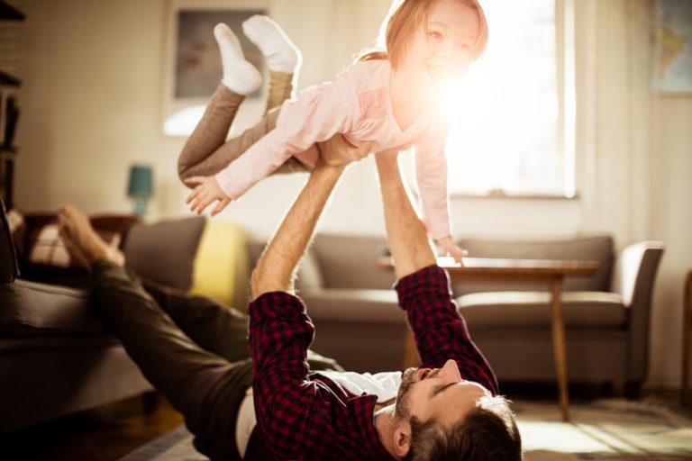 Hyvä itsetunto lähtee myös arvostavasta ja kannustavasta isästä.