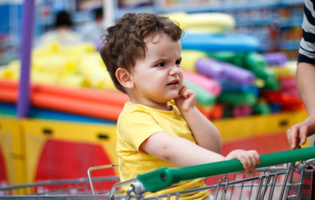 Jos itsellä menee hermo kauppajonossa, tuskin on ihme, jos taaperoakin alkaa hermostuttaa.