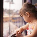 Pieniltäkin vaikuttavat surut voivat olla lapsen mielessä suuria.