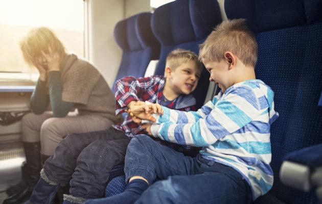 Lasten riitely julkisilla paikoilla on haastavaa vanhemmille.