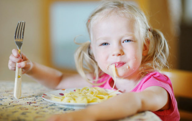 Kyllä nyt maistuu kun äiti on laittanut ruokaa päiväkodin reseptillä!