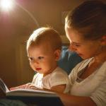 Satujen lukeminen on monella tapaa tärkeää lapsen kehitykselle.