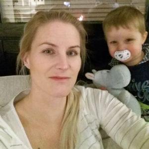 Neljättä lastaan odottava äiti Suvi, 38, Pyhtää