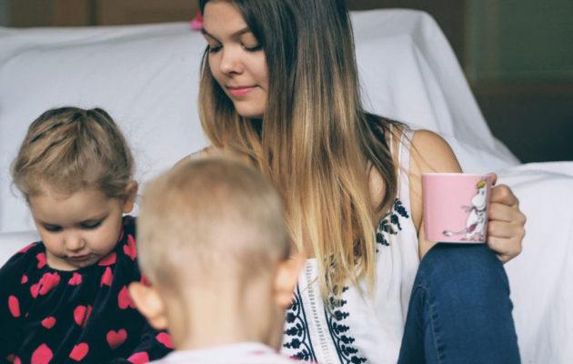 — Yhteiset juttelu- ja oivallustuokiot lasten kanssa ovat tärkeitä, Eveliina sanoo.