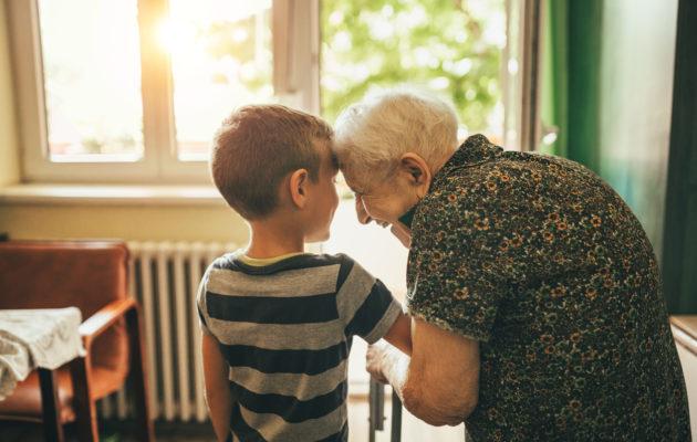 Hyväntekeväisyys ei ole vain rahan tai tavaran antamista, se voi olla myös vierailu yksinäisen naapurin luona.