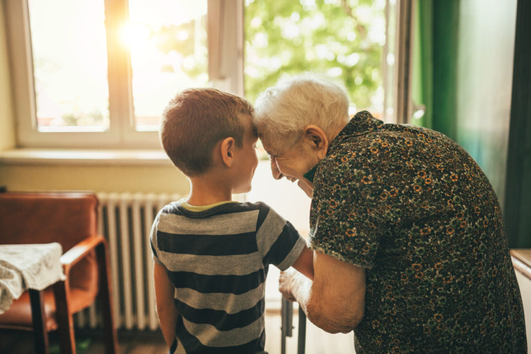 Opeta lapselle empatiaa hyväntekeväisyyden avulla.