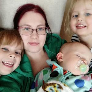 Kolmen lapsen yksinhuoltajaäiti Senja, 28, Hyvinkää