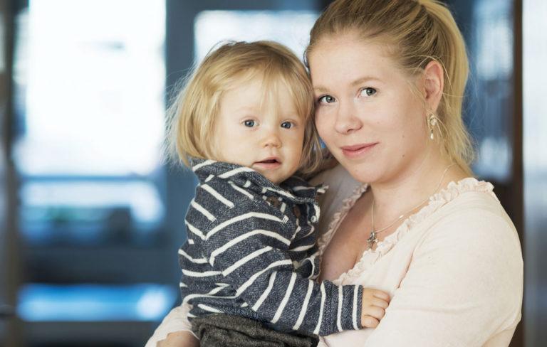 Jenni Randström on nyt onnellinen Emil-pojan äiti.