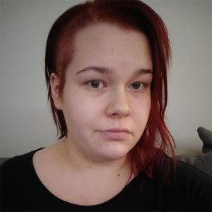 Kolmen tytön äiti Jenna, 28