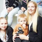 Terhi Nyykooli sekä lapsista Siiri ja Sisu.
