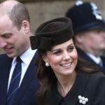 Herttuatar Catherine on kärsinyt pahasta raskauspahoinvoinnista, minkä vuoksi häntä on nähty julkisuudessa harvakseltaan raskauden aikana. Pääsiäisjumalanpalvelukseen hän osallistui yhdessä aviomiehensä prinssi Williamin kanssa.