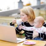 Sylissä on vauvan hyvä olla — paitsi kahvihetken aikana.