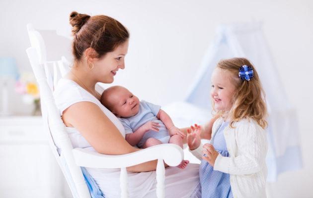 sisarus ja vauva
