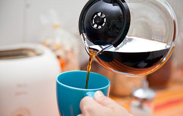 Ruokasooda puhdistaa kahvikupin, avulla, sitruunahappo kahvipannun.